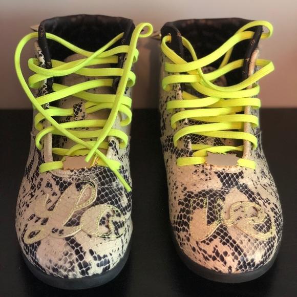 545b10ea63c Melody Ehsani x Reebok Shoes - Melody Eshani x Reebok Sneakers - Size 9.5